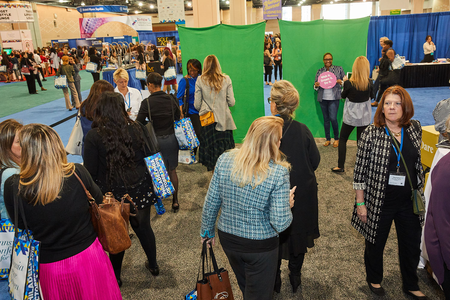 Image 7_PA Conference for Women attendees particpate in Qurate Retail Group's #dreamdaredo social activation.